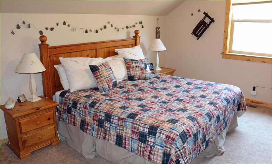 Large sunriver mt bachelor home for rent by owner sleeps for Well decorated bedroom